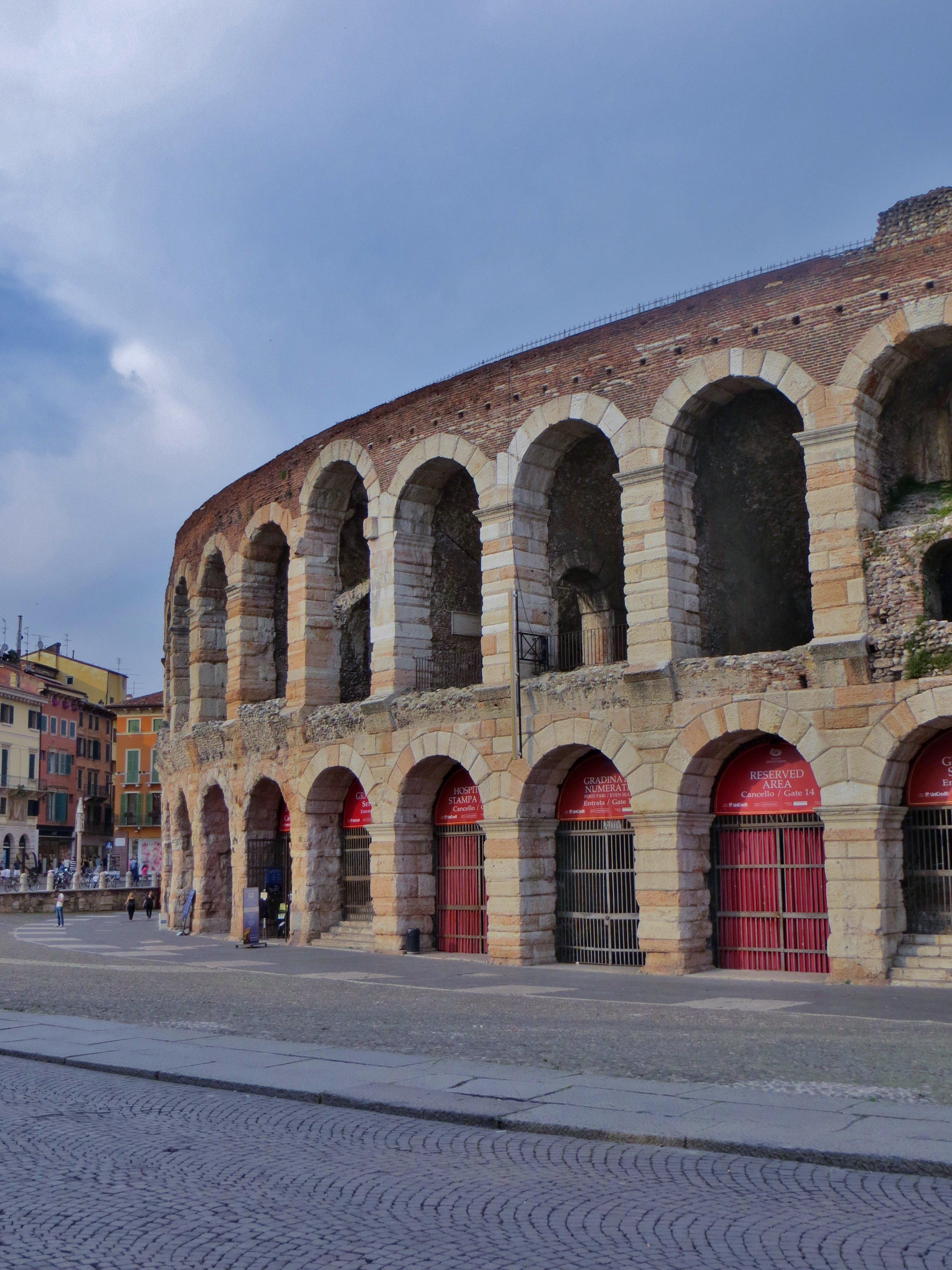 Arena di Verona, Piazza Bra